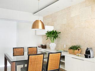 Thaisa Camargo Arquitetura e Interiores Patios & Decks Multicolored