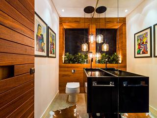 IE Arquitetura + Interiores Phòng tắm phong cách hiện đại