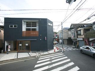本間義章建築設計事務所 Rumah Modern Black