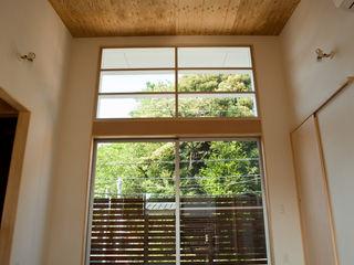 本間義章建築設計事務所 Ruang Keluarga Modern White