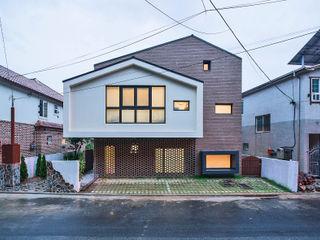 창원 재미있는 집 (주)유타건축사사무소 모던스타일 주택 벽돌 갈색