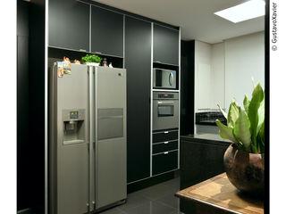 Cassio Gontijo Arquitetura e Decoração KitchenCabinets & shelves MDF Black