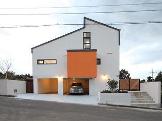 주택설계전문 디자인그룹 홈스타일토토 Modern Garage and Shed Orange