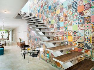 HPONCE ARQUITECTOS Moderne gangen, hallen & trappenhuizen