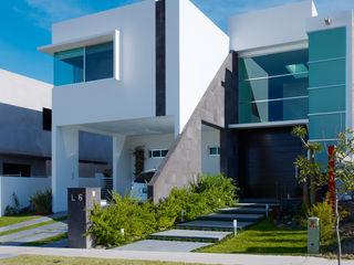 RESIDENCIA ROBLEDO Excelencia en Diseño Casas modernas Ladrillos Blanco