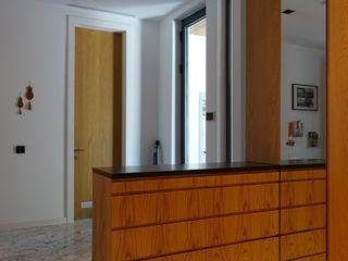 J.Design Pasillos, vestíbulos y escaleras de estilo moderno