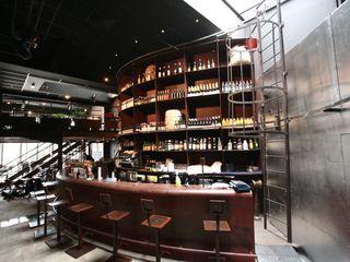 The Altercafé Frédéric TABARY Офісні приміщення та магазини Різнокольорові