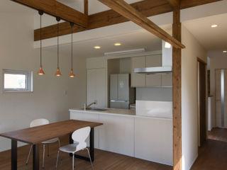 フクシアンドフクシ建築事務所 Living room Wood Wood effect