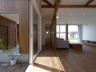 フクシアンドフクシ建築事務所 Eclectic corridor, hallway & stairs Wood Wood effect