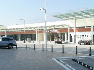 Nacional de Bancas Modern Garaj / Hangar