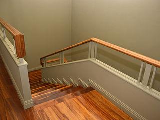 Germano de Castro Pinheiro, Lda Pasillos, vestíbulos y escaleras de estilo clásico Madera Verde