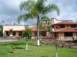 CouturierStudio Rumah Gaya Kolonial Multicolored