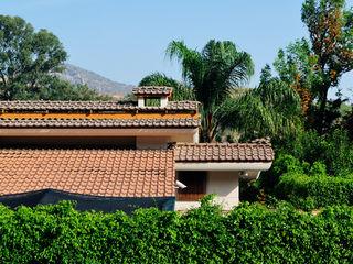 Residencia RH Excelencia en Diseño Casas asiáticas Azulejos Marrón