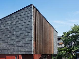 向山建築設計事務所 Modern houses Stone Black