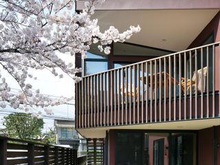 向山建築設計事務所 Modern balcony, veranda & terrace
