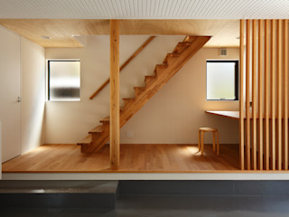 向山建築設計事務所 Modern corridor, hallway & stairs