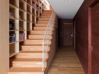 平塚の家 萩原健治建築研究所 モダンスタイルの 玄関&廊下&階段