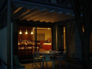 一級建築士事務所エイチ・アーキテクツ Modern style balcony, porch & terrace Wood Brown
