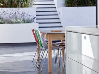 Colchester Kitchen Rousseau Balcones y terrazas de estilo moderno