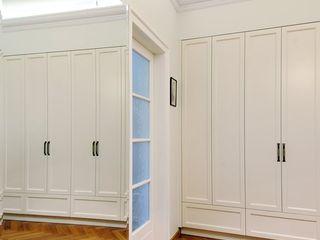 ARTEMA PRACOWANIA ARCHITEKTURY WNĘTRZ Pasillos, vestíbulos y escaleras de estilo clásico Blanco
