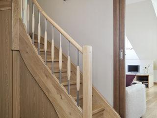 ARTEMA PRACOWANIA ARCHITEKTURY WNĘTRZ Pasillos, vestíbulos y escaleras de estilo moderno