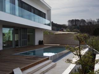 Haus P Anthrazitarchitekten Moderner Balkon, Veranda & Terrasse