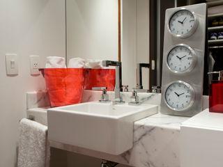 EVELIN SAYAR ARQUITETURA E INTERIORES Modern bathroom