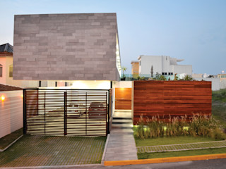 OBRA BLANCA Modern Houses