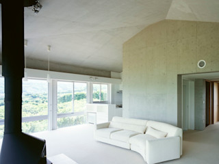 A house Guen BERTHEAU-SUZUKI Co.,Ltd. Modern media room