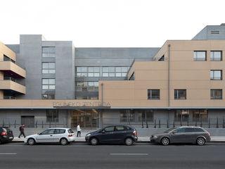 Apartamentos para Mayores y Centro de Día en Zarautz Ignacio Quemada Arquitectos Casas de estilo moderno Rojo