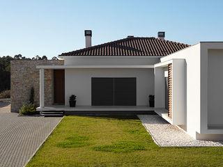 CS Coelho da Silva SA Casas modernas: Ideas, imágenes y decoración