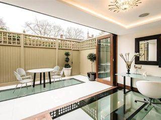 Town House Ealing Quirke McNamara Balcones y terrazas de estilo minimalista