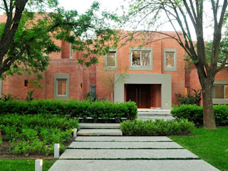 JUNOR ARQUITECTOS Modern garden