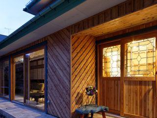株式会社山崎屋木工製作所 Curationer事業部 Eclectic style corridor, hallway & stairs Wood