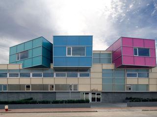 Tuc Tuc Company Headquarters Ignacio Quemada Arquitectos Casas minimalistas Vidro Multi colorido