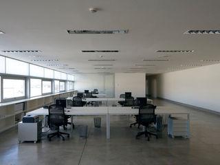 Sede de la empresa Tuc Tuc Ignacio Quemada Arquitectos Estudios y despachos de estilo minimalista Blanco