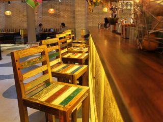 Cabana Brasilian Barbecue Restuarant BluBambu Living КухняСтолы и стулья Дерево