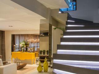 Michele Moncks Arquitetura Pasillos, vestíbulos y escaleras clásicas