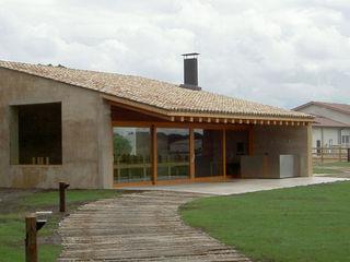 Montebayón Recreational Property Ignacio Quemada Arquitectos Casas modernas Madeira Bege