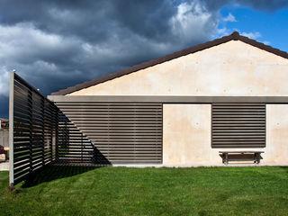 Country house in Ancín Ignacio Quemada Arquitectos Casas minimalistas Vermelho
