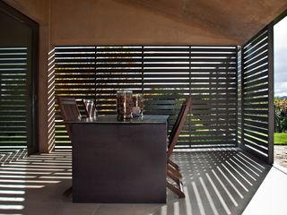 Casa de campo en Ancín Ignacio Quemada Arquitectos Balcones y terrazas de estilo minimalista Piedra Rojo