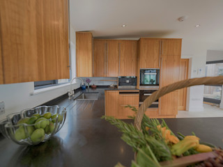 Isle of Wight Golden Oak Kitchen designed and Made by Tim Wood Tim Wood Limited Modern kitchen Wood