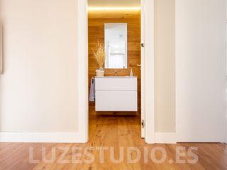 Fotografía de interiores para Tarimas de Autor en Monte Alina Luzestudio - Fotografía de arquitectura e interiores Baños de estilo moderno