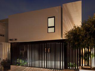 LGZ Taller de arquitectura Rumah Modern Metal White
