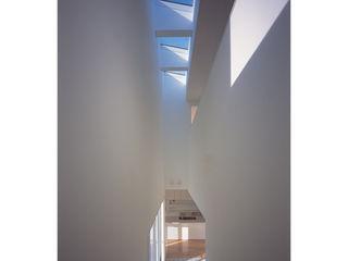 関建築設計室 / SEKI ARCHITECTURE & DESIGN ROOM Pasillos, vestíbulos y escaleras de estilo moderno