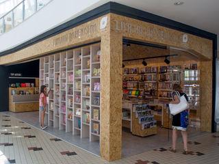 Q'riaideias Oficinas y Comercios Tableros de virutas orientadas Acabado en madera