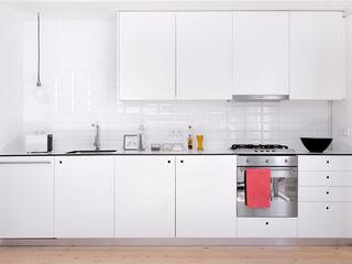Reforma de vivienda y estudio de fotografía OP manrique planas arquitectes Cocinas de estilo mediterráneo