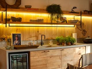 Marina Linhares Decoração de Interiores Cucina in stile tropicale