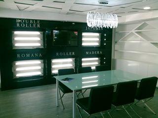 VIVAinteriores Minimalistyczny salon Drewno Biały