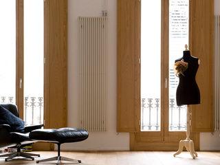 Reforma de vivienda en el Poblenou. Barcelona manrique planas arquitectes Salones de estilo escandinavo